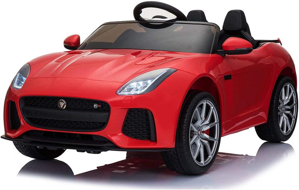 Cette voiture électrique enfant Jaguar est rouge.