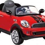 Cette voiture électrique enfant Rollplay est rouge.